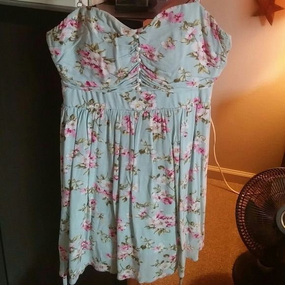 Floral summer dress This floral dress is absolutely adorable. It's in excellent condition. The zipper works great and it ties in the back. It has spaghetti straps that are adjustable. Perfect for spring or summer. Ruby Rox Dresses