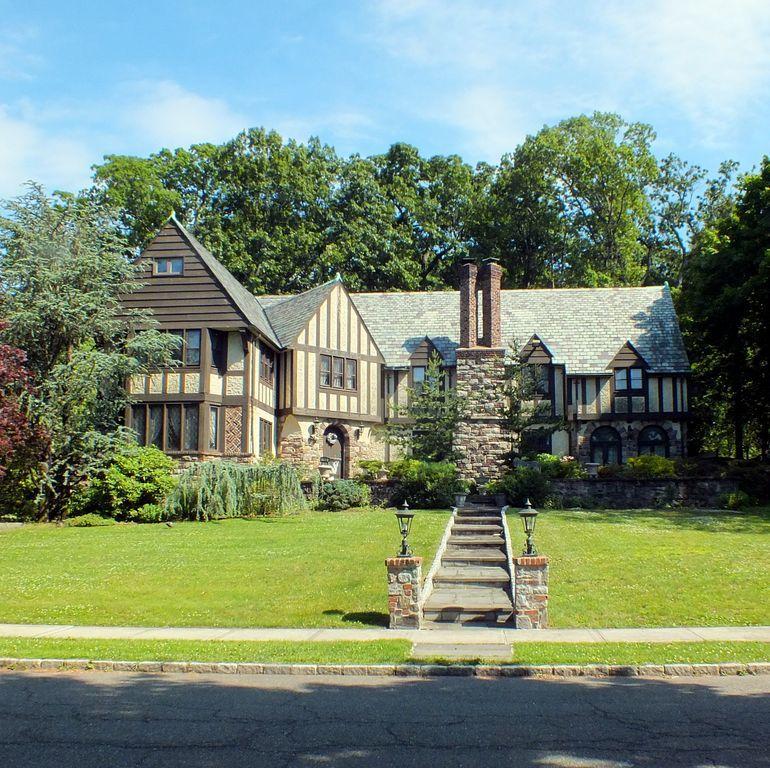 150 Mount Tom Rd, Pelham, NY 10803