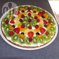 A massa dessa pizza é meio diferente, fica mais parecida com um biscoito do que uma pizza em si. Use qualquer fruta que você gostar.