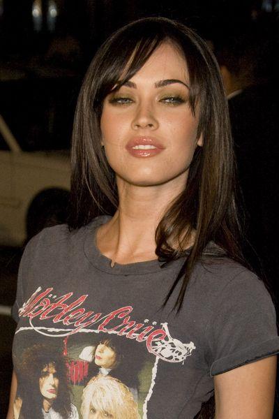 Pin By Faviola Fernandez On Style Megan Fox Hair Long Hair With Bangs Megan Fox Hair Color