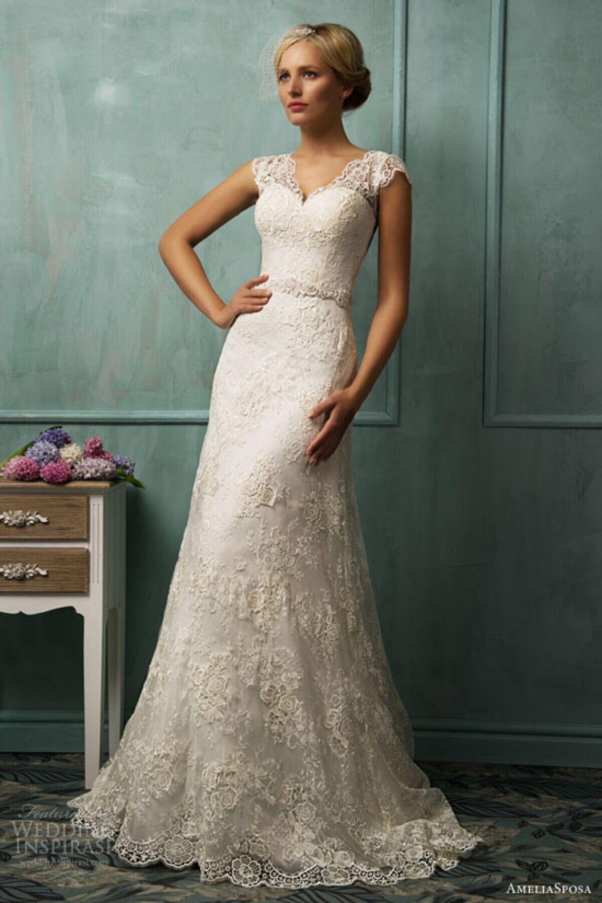 2017 Vintage Lace Wedding Dresses V Cut Neckline A Line Gowns Sheer Back Bridal