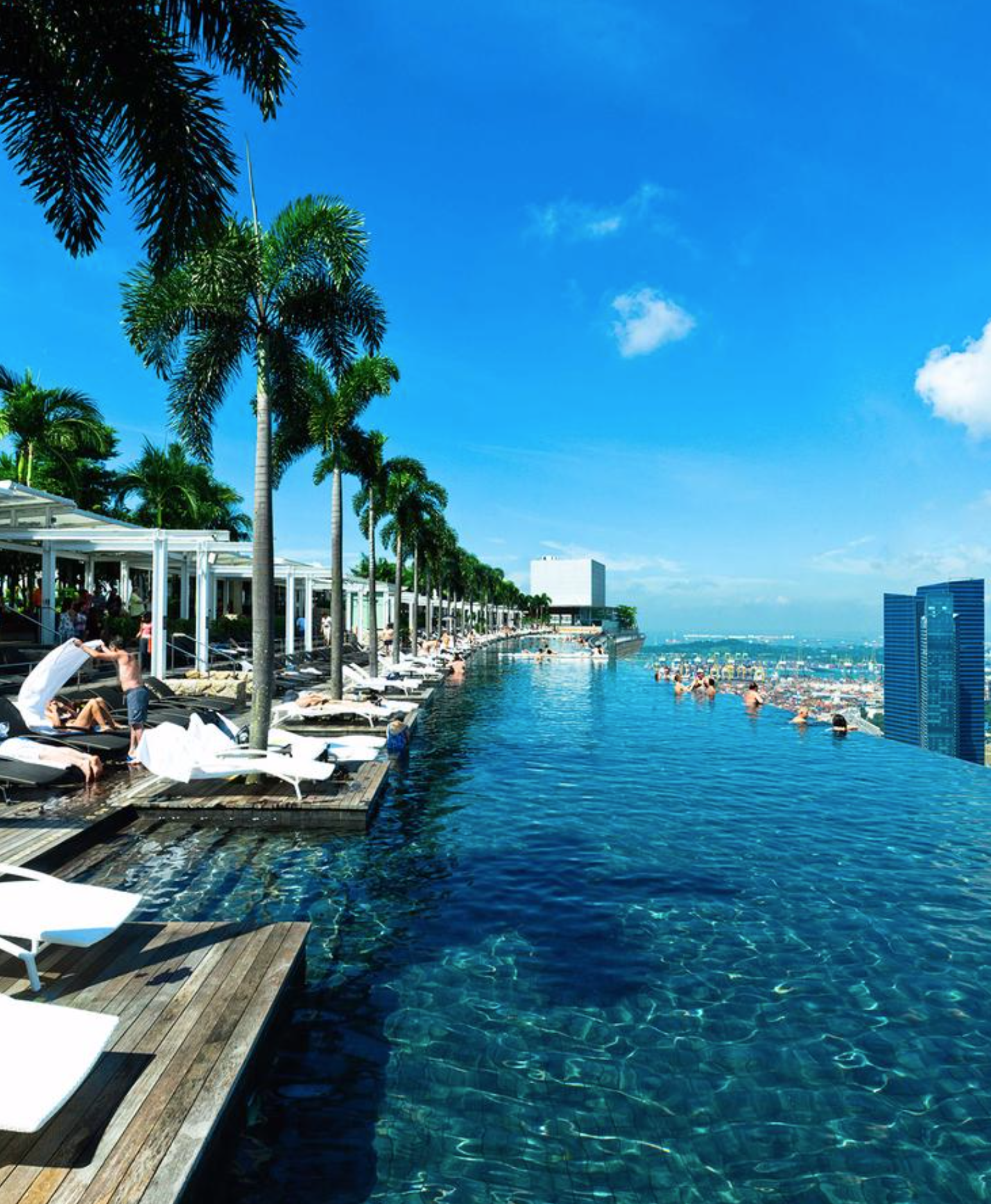 Hotel Marina Bay Sands Singapore The Infinity Pool At The Top Of Hotel Marina Bay Sands Is A Real Show Stopper Cool Swimming Pools Rooftop Pool Cool Pools
