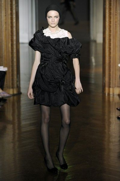 Christian Lacroix Fall 2009 Runway Pictures - Livingly