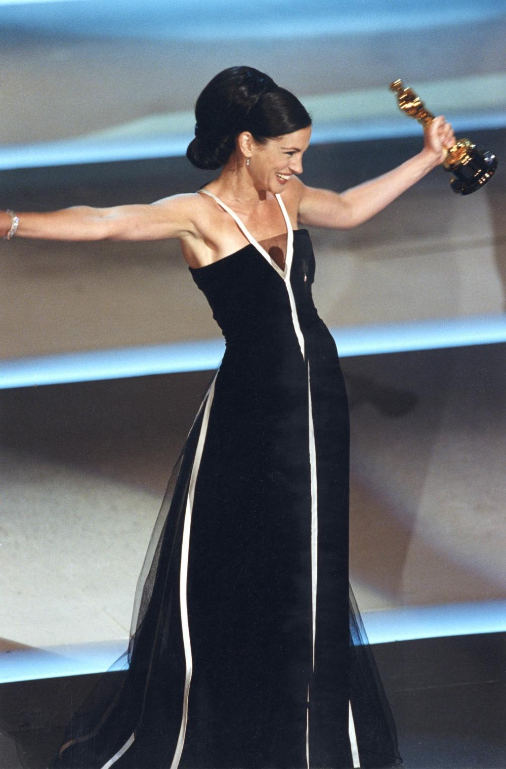 The Oscars 2021 93rd Academy Awards Oscar Fashion Julia Roberts Oscar Gowns [ 1520 x 1000 Pixel ]