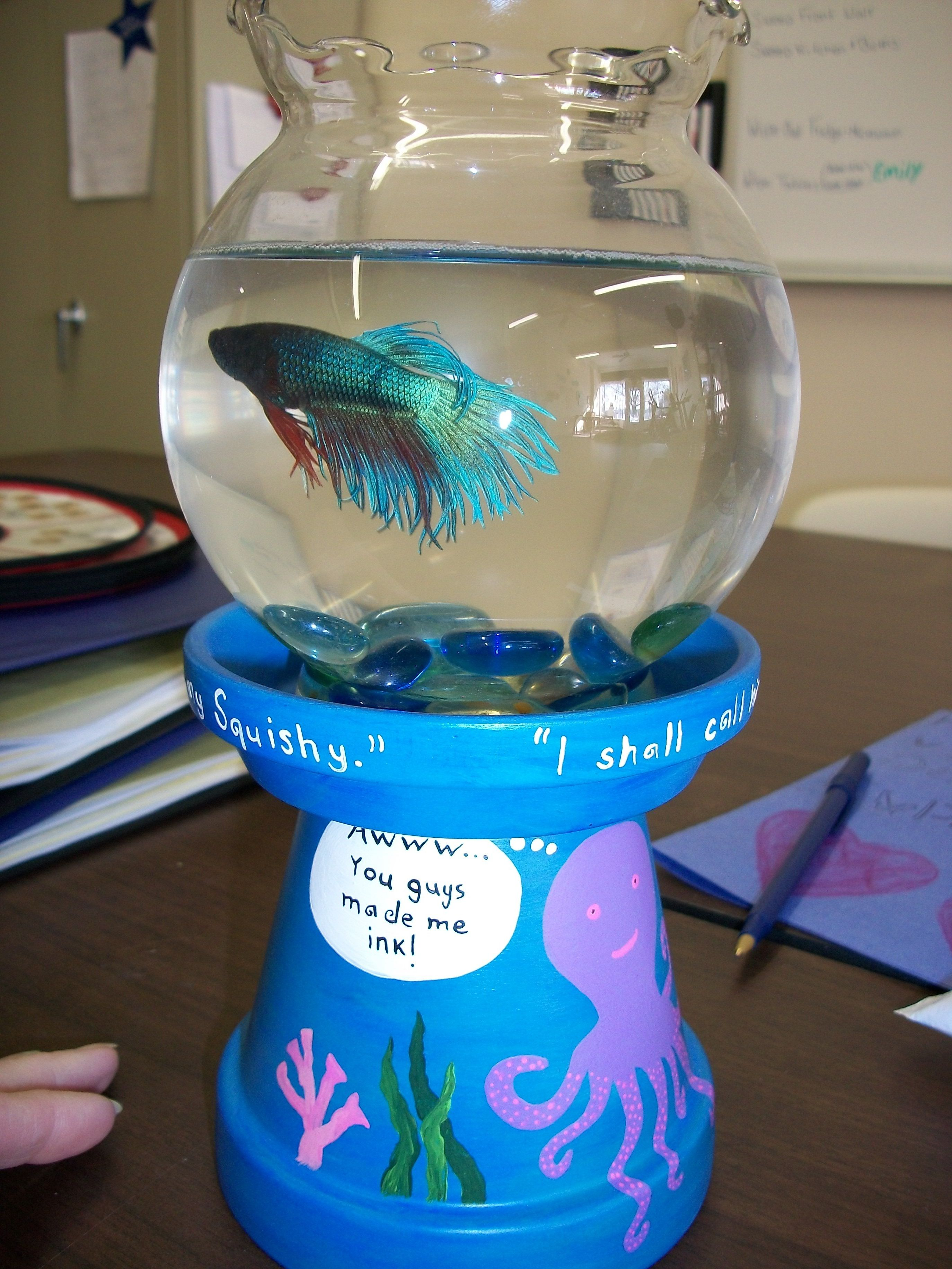 Fish in tank swimming at top - A Cute Little Beta Fish Bowl Idea Briadan Made Me A Vase For Mothers Day Just Like It I Put A Candle On Top But I Love This Much Better