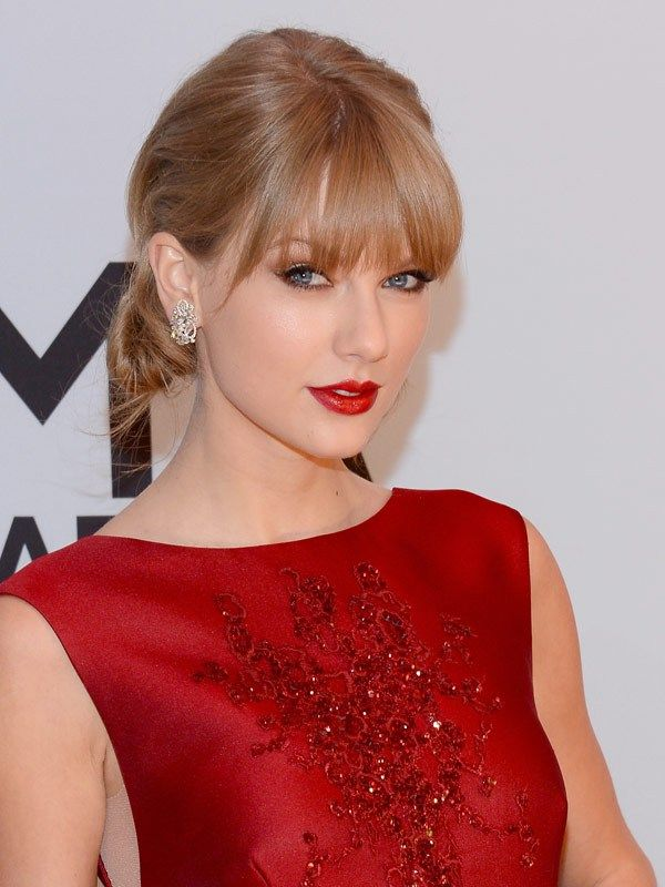 Cma Awards Style The Best Hair Makeup Looks On Taylor Swift More Taylor Swift Makeup Taylor Swift Pictures Taylor Swift