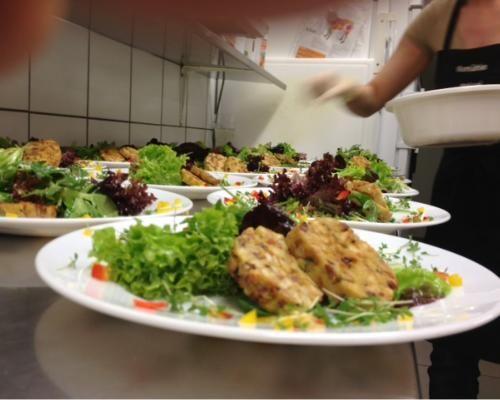 Geröstete #Knödel mit frischen Blattsalaten, zu genießen im #Wirtshaus #AlteMühle in #Matrei #Osttirol