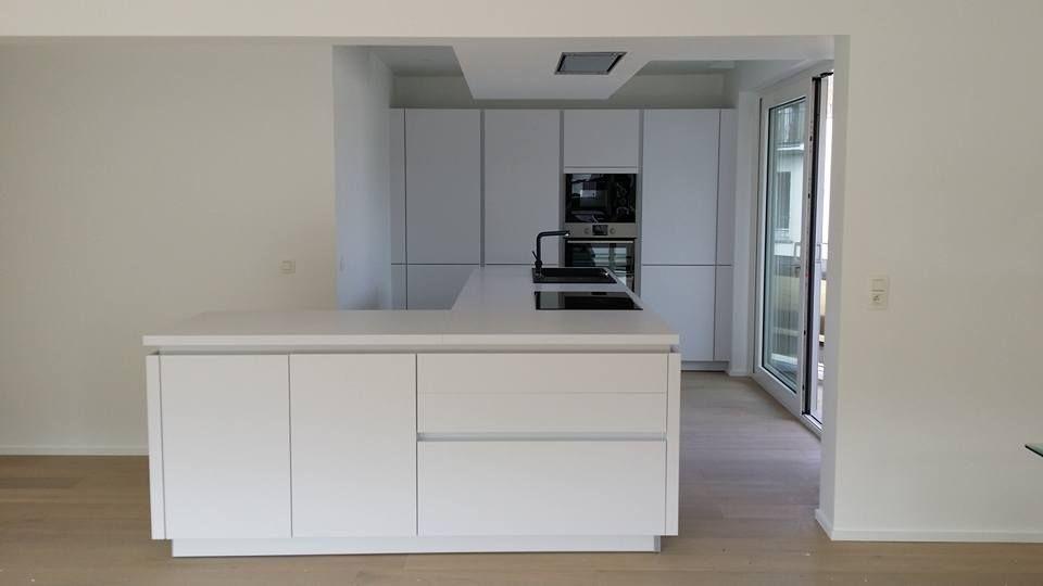 Cuisine tout en blanc avec plan de travail en blanc de type - installation plan de travail cuisine