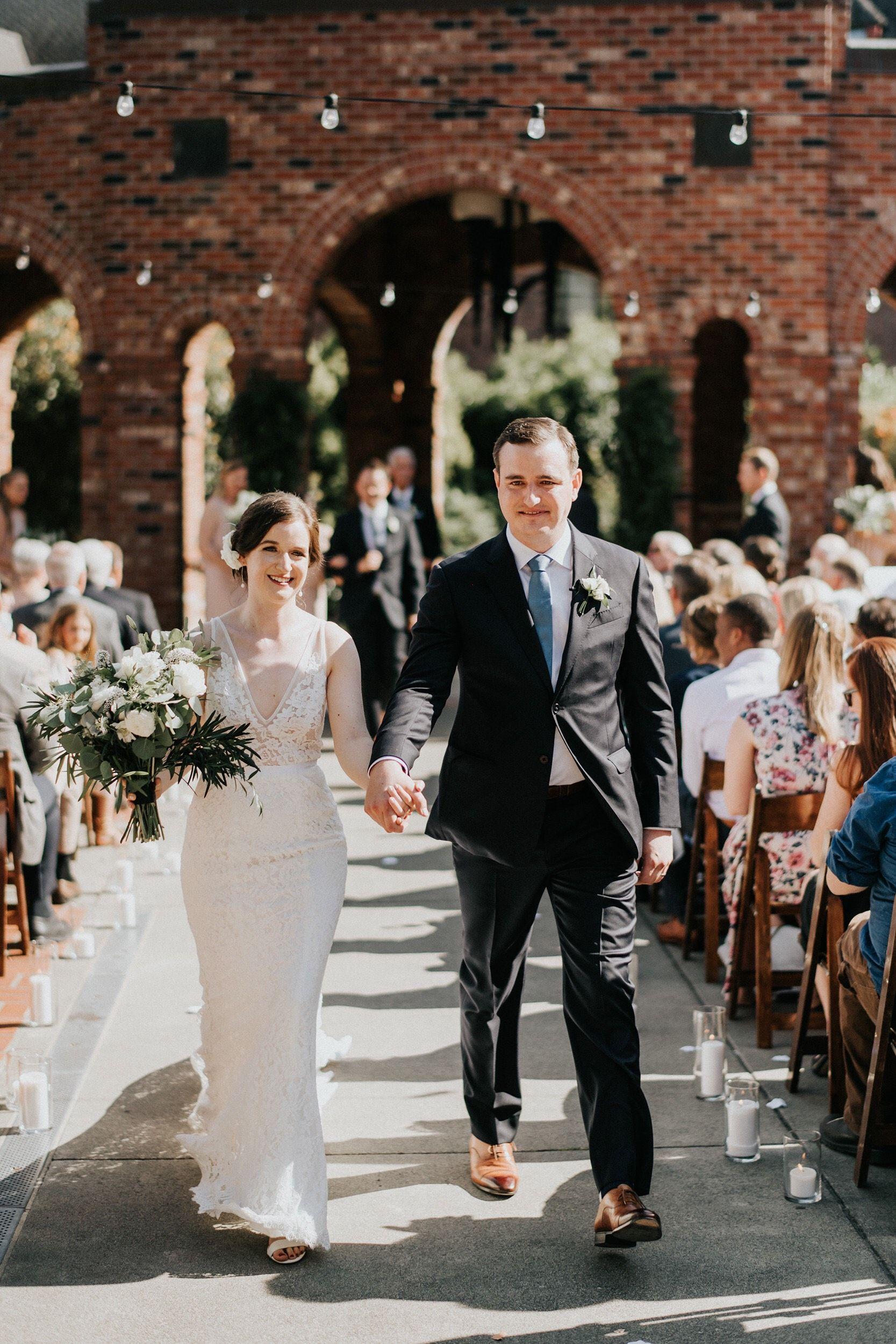 a9b1e430c444 Real Wedding  Hannah + Will    Lush + Green Outdoor Seattle Wedding ...