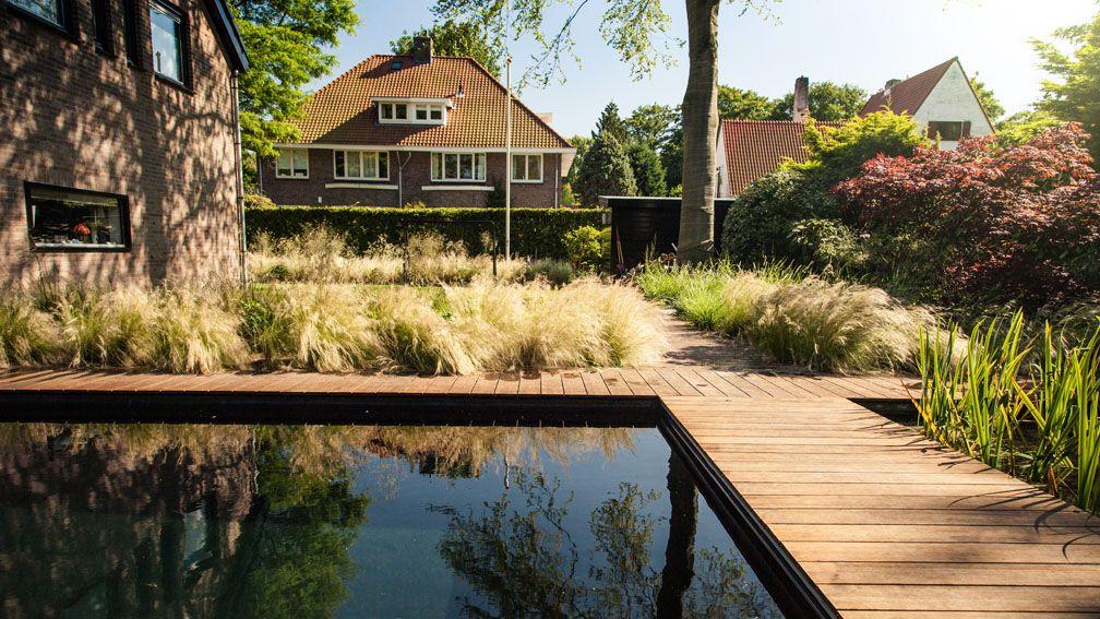 Modern tuinontwerp geïnspireerd op de duinen en verbonden met het