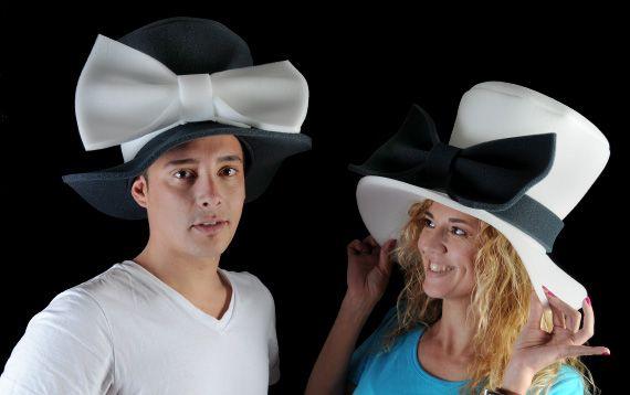 b31e3bc8309ef Elegantes sombreros de gomaespuma diseñados para los novios. ¡¡¡ Diviértete  !!!