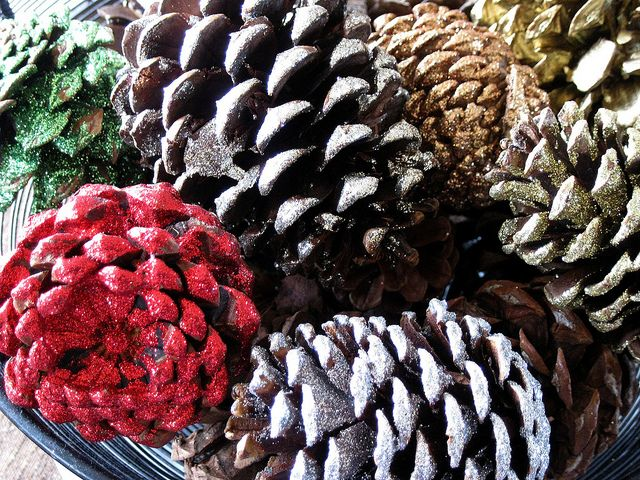 30++ Pine cone crafts with glitter info