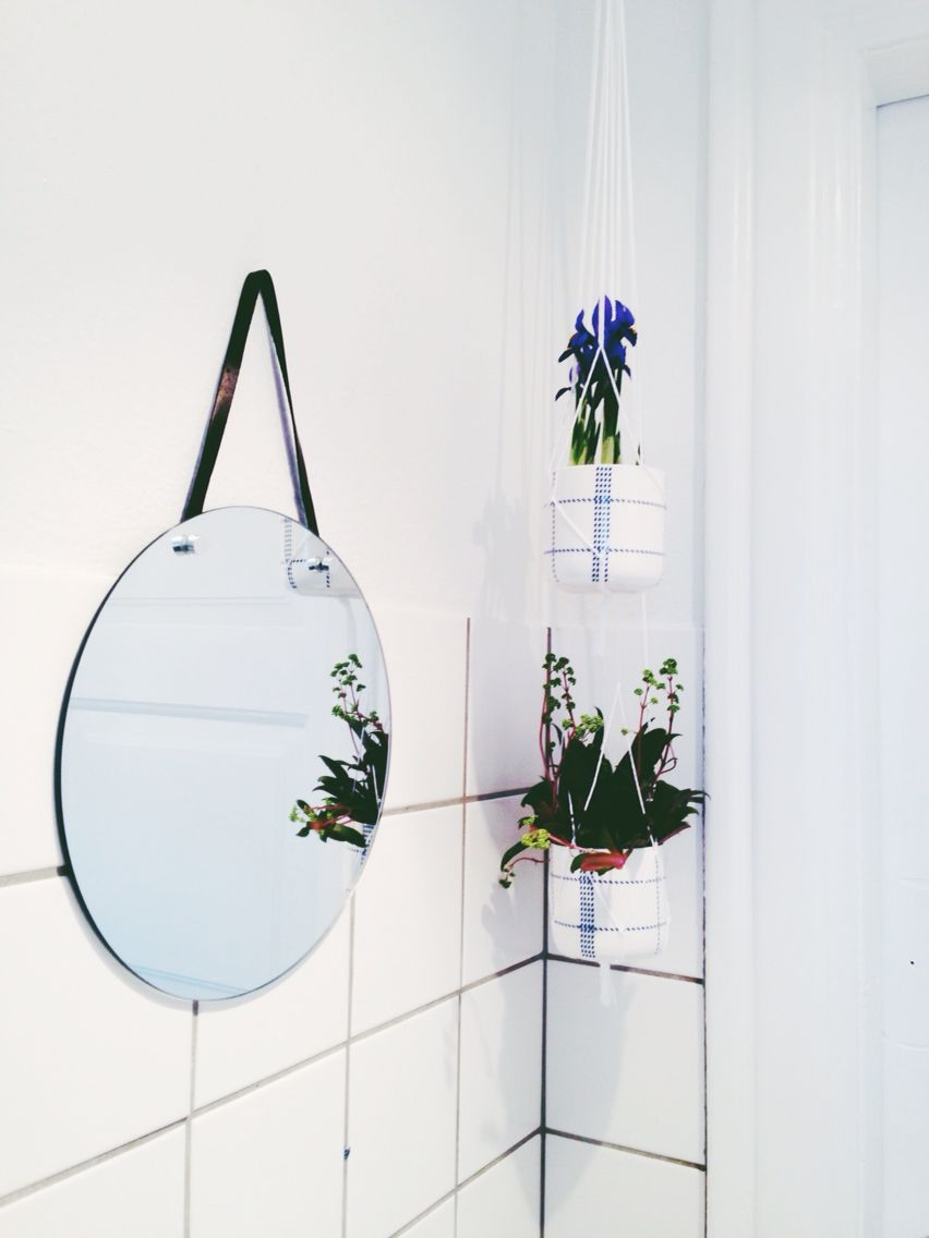 Mirror from the danish brand søstrene grene and plants in coffee