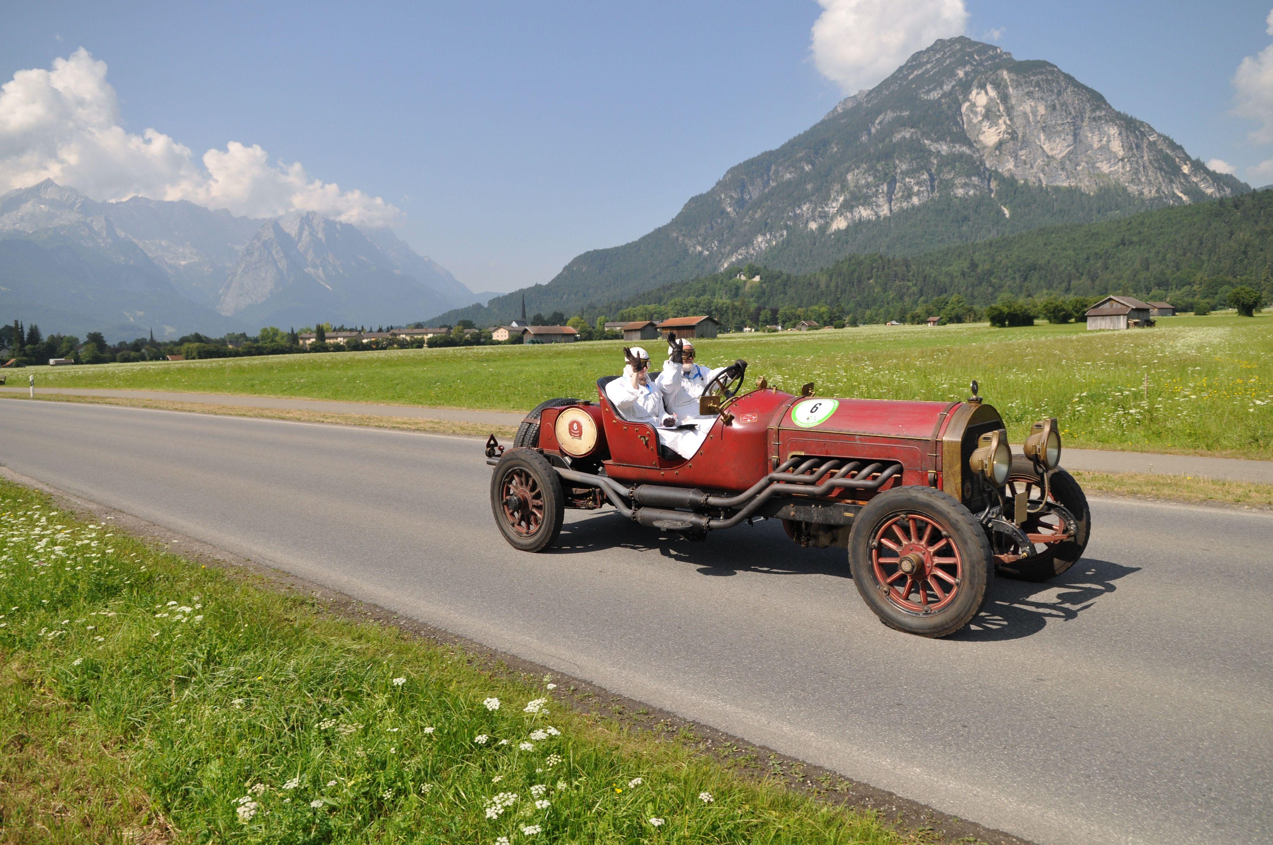 Unschlagbar die Kulisse mit der Zugspitze im Hintergrund für Oldtimerausfahrten und -treffen am schönen Badersee!