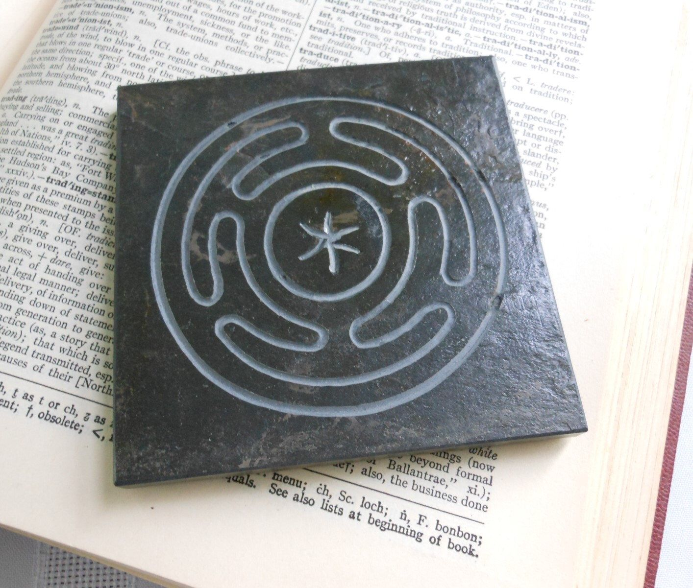 HECATE ALTAR TILE, Hekate's Wheel Art Tile - Hand-Carved Slate Stone, Diety Stone, Altar Stone, Goddess Offering, Hekate Wiccan Decor Gift #wiccandecor