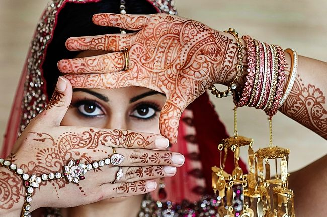 Mehndi Bride Poses : Indian wedding bridal mehndi portrait jewelry