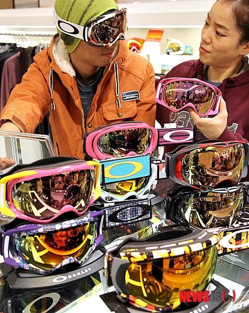 8225afe6a0b Snow goggle snowboarding  goggles  eyes  sun  winter  snow  ski  board