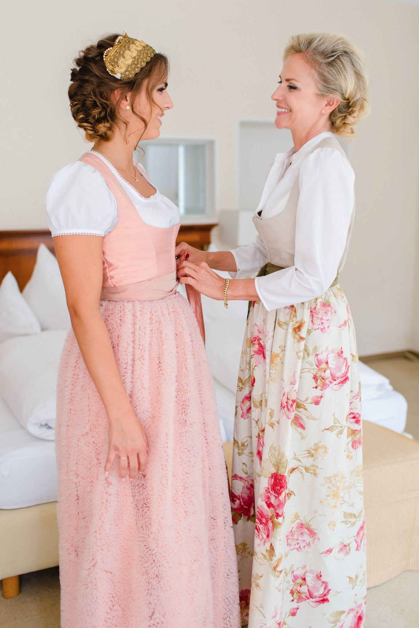 Zauberhafte Inspiration Braut Und Brautmutter Am Hochzeitstag Rosarot Hochzeiten Und Feste Brautmutter Braut Kleider Hochzeit