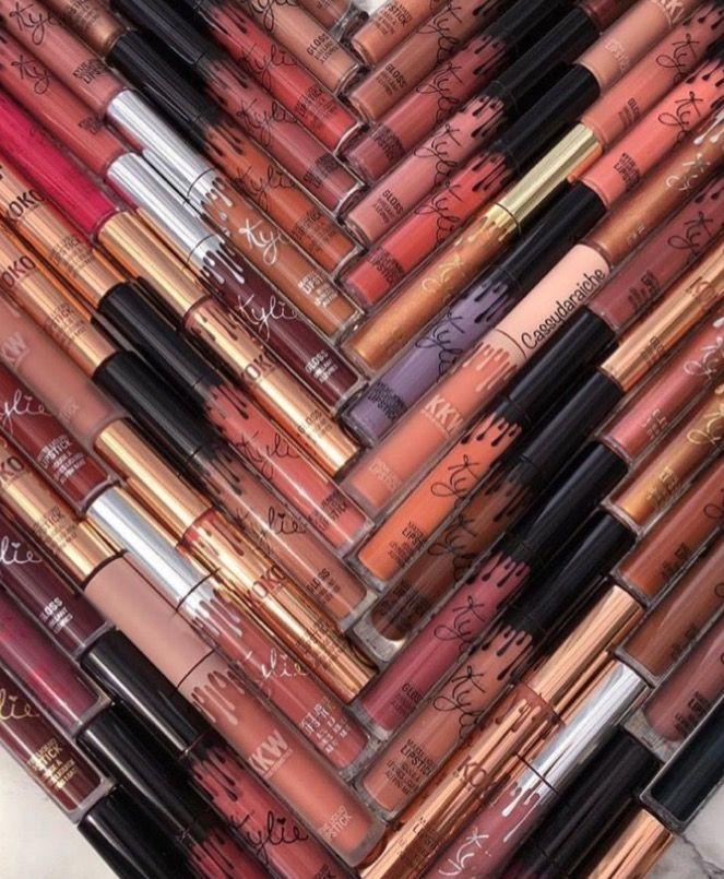 Quiero tener a Kylie Jenner como familiar para que me regale por Navidad sus colección de cosméticos • 🙄