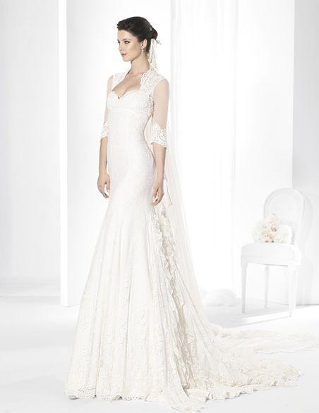 trajes de novia corte sirena de inspiración flamenca en encaje de