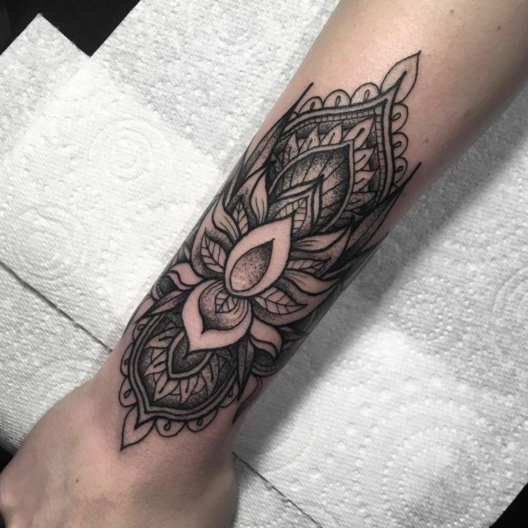 Donna tatuata sul braccio fiore di loto tattoo significato mano donna tatuata sul braccio fiore di loto tattoo significato mano appoggiata su tovaglioli di altavistaventures Gallery
