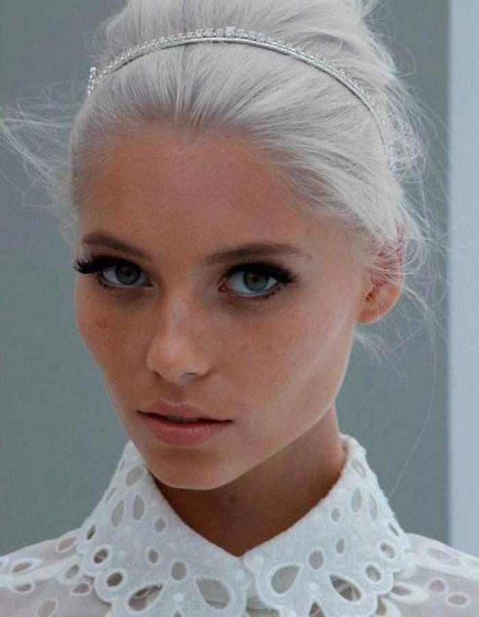Extrêmement Cheveux blancs : 25 jolies façons de porter les cheveux blancs  DI19