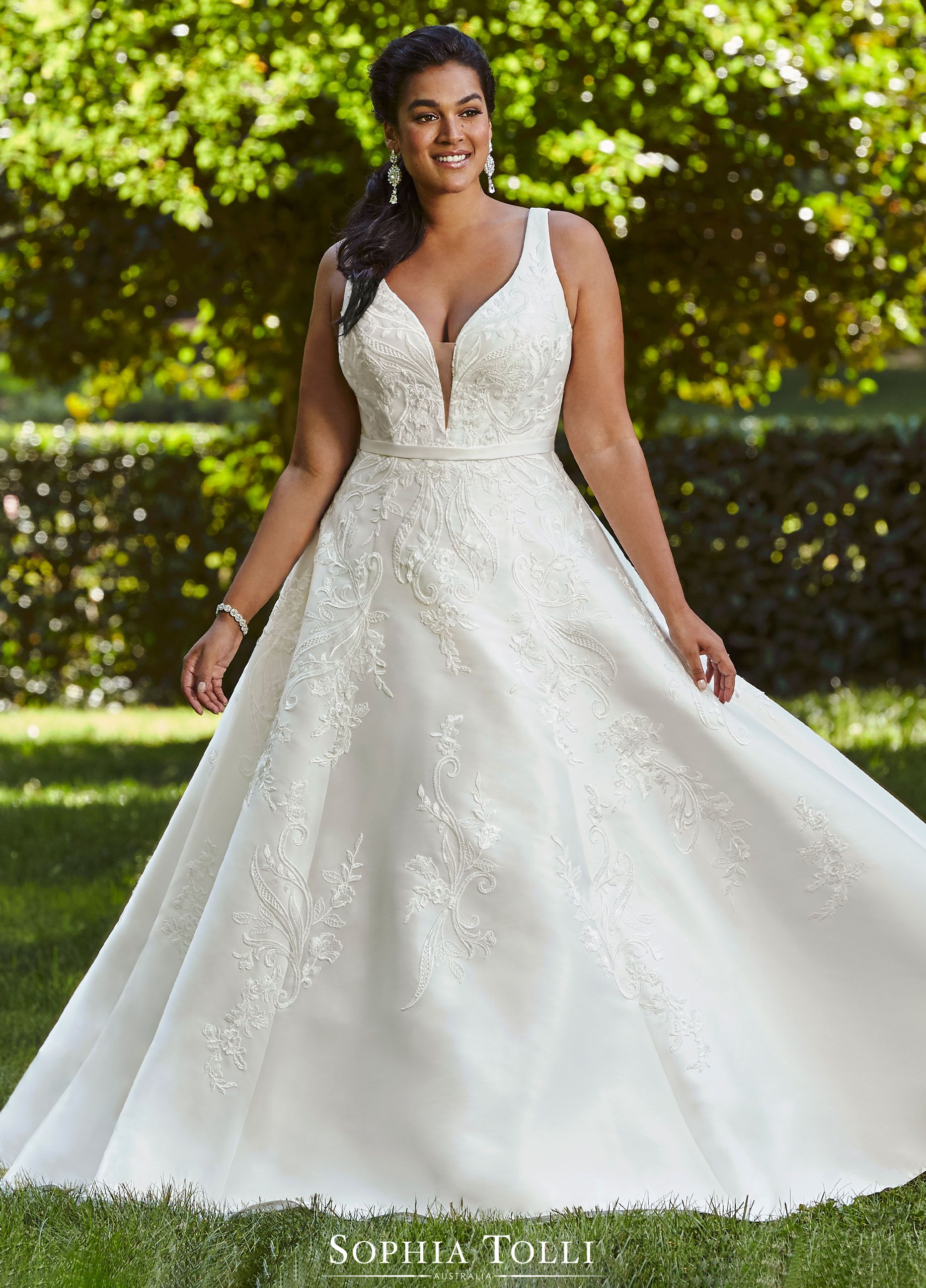 Simple Mikado A Line Wedding Gown With Pockets Sophia Tolli Wedding Dress With Pockets Wedding Dresses Bridesmaid Dress Stores