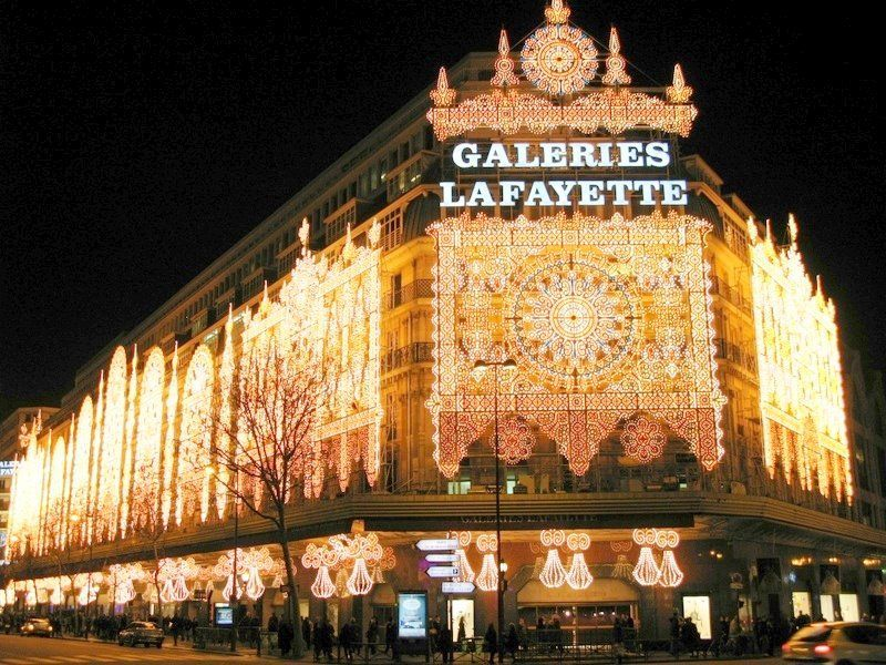 This Is My 3rd Pin Of This Place I M In Awe Of The Difference Between The States Department Store A K A Mall Galerie Lafayette Paris Noel A Paris Paris