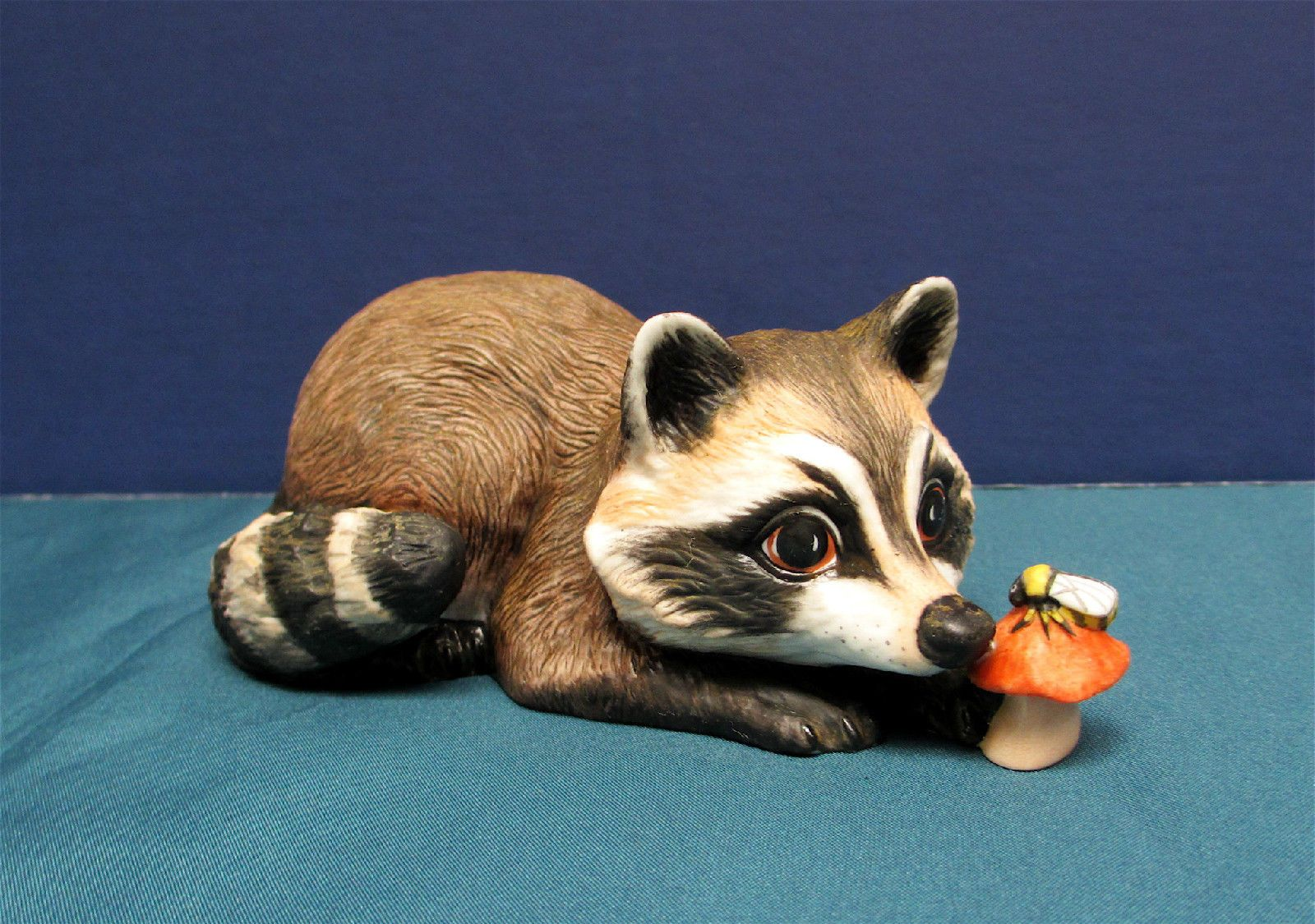 Raccoon Porcelain Figurine Nosey Deborah Bell Jarrett 1984 Franklin Mint Waschbar