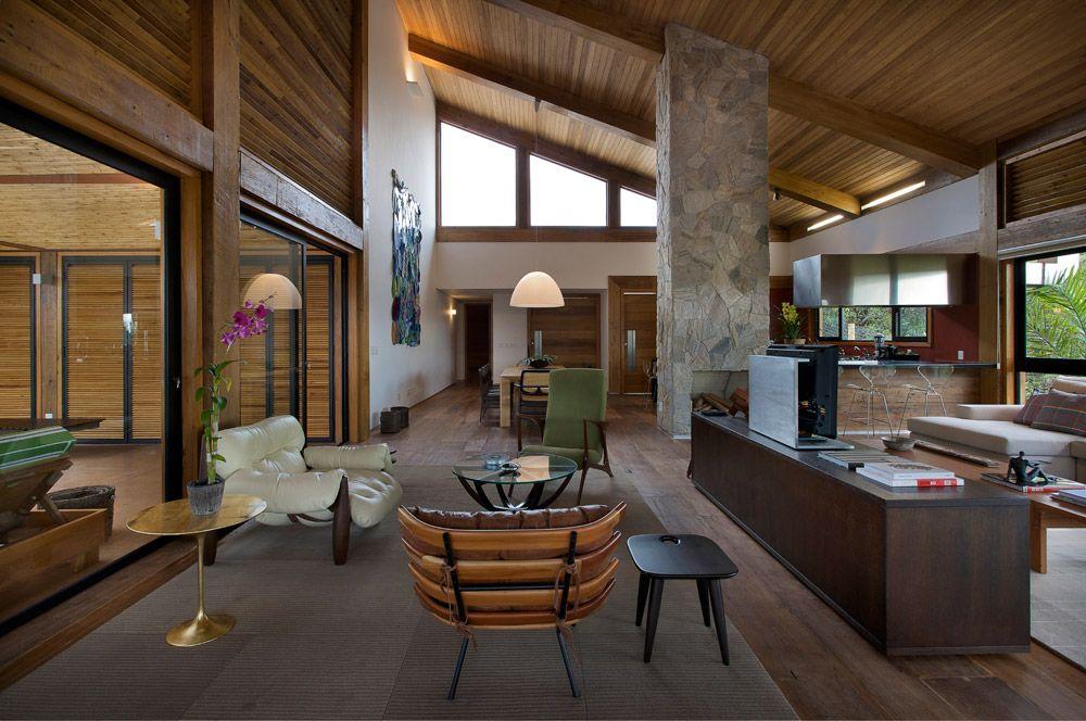 Uma casa na montanha. Veja: https://casadevalentina.com.br/projetos/detalhes/casa-da-montanha-534 #details #interior #design #decoracao #detalhes #decor #home #casa #design #idea #ideia #charm #charme #casadevalentina