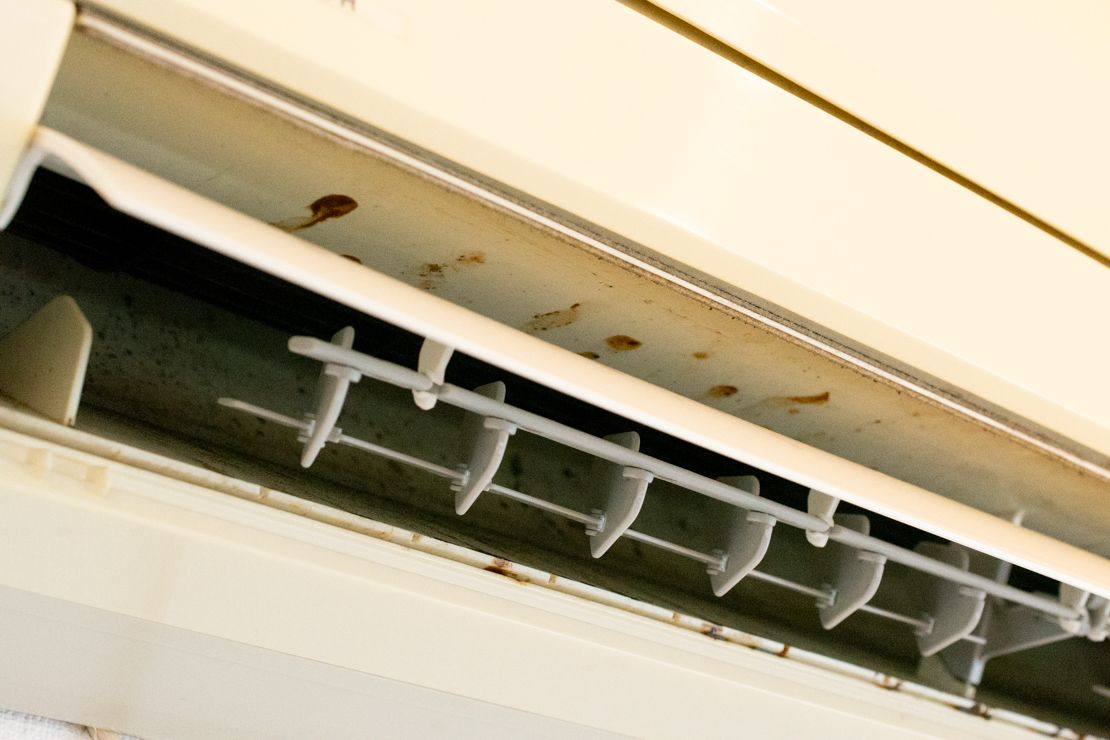 エアコンのカビを掃除 フィルターのカビ取りや防止する方法は カビ退治 風呂 カビ 掃除 エアコン 掃除