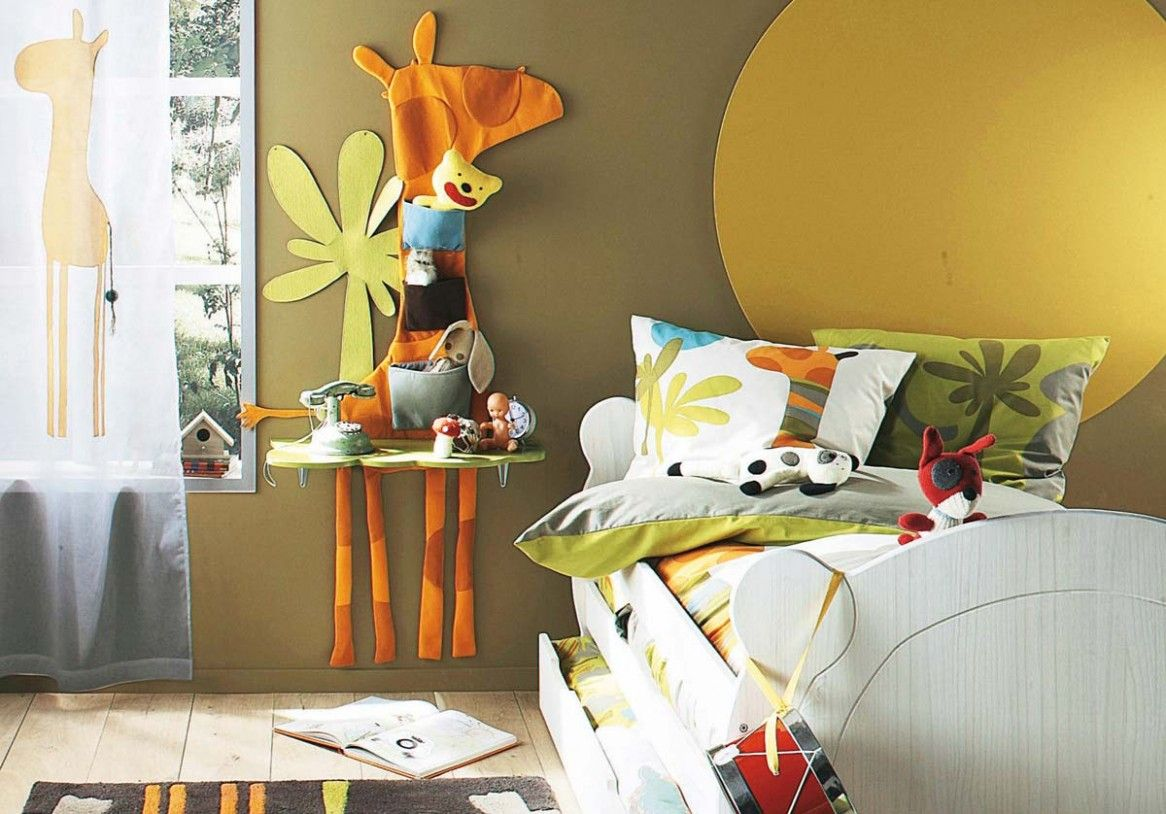 Kids bedroom fun colors kids room with brown wall paint and giraffe