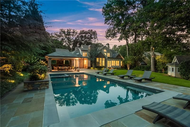 In The Heart Of Chastain Park Offers Spacious Interiors That Seamlessly Extend To The Private Outdoor Atlanta Real Estate Small Dream Homes Real Estate Buying