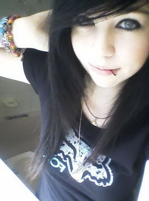 Cute Emo Girls Include The Multicolored Emo Hairstyle Which Mostly Comprises Emo Short Haircuts Of Varied Colors Description From Emocorners Blogspot Com