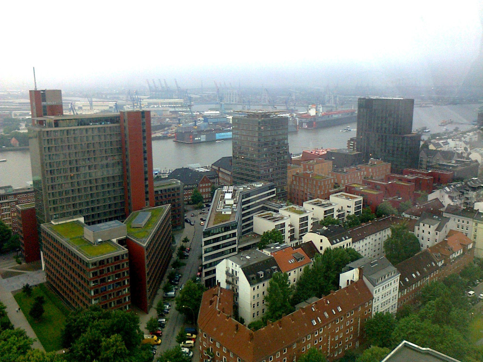 Blick vom Clouds Restaurant (Tanzende Türme, Reeperbahn) in Hamburg ...