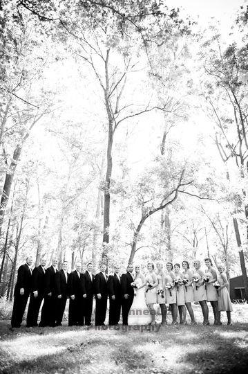 Bride & Groom with bridesmaids & groomsmen. http://linnealizphotography.com