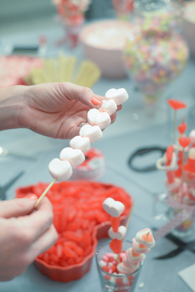 How to throw a really fun Valentine's party! #valentinesday #galentinesparty #party #valentine #candybouquet