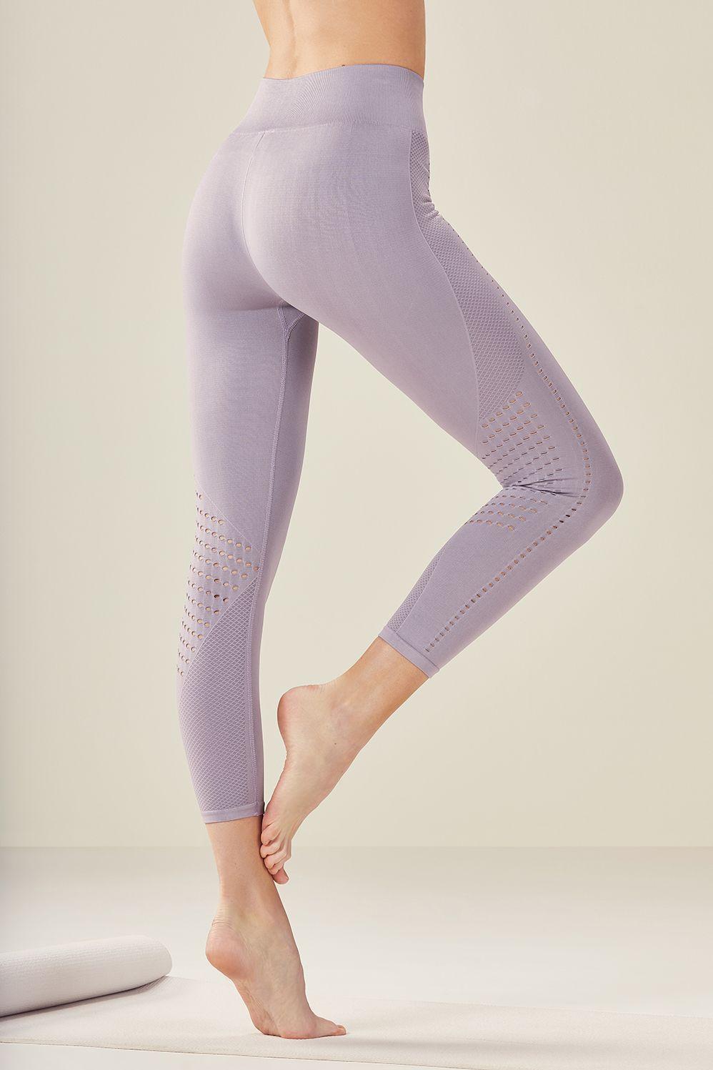 b3ab167b71c3fc Seamless Mid-Rise Solid Capri | Seamless | Leggings fashion, Yoga ...