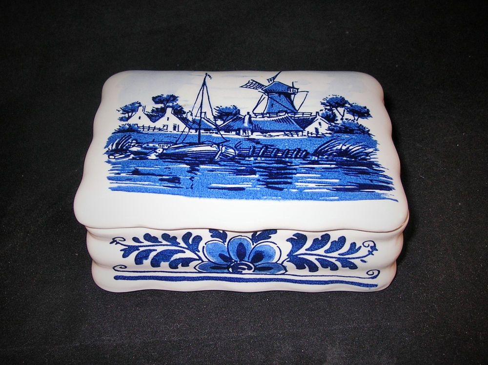 Delft Trinket Box Delft Blauw Distel handpainted cigarette trinket box Holland