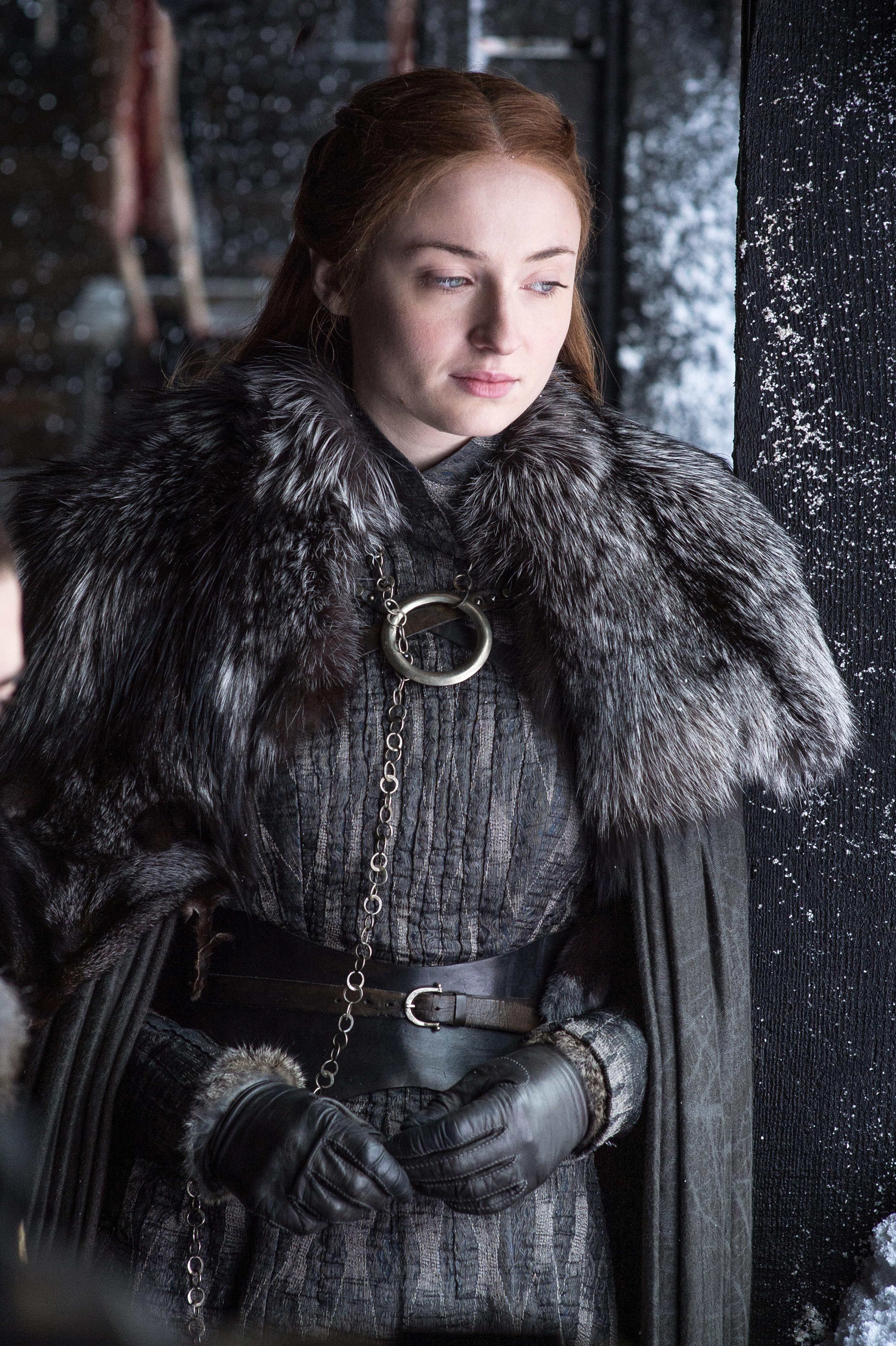 Arya Stark And Sansa Stark Game Of Thrones Season 7 In 1080x1920 Resolution Maisie Williams Sansa Stark Arya Stark