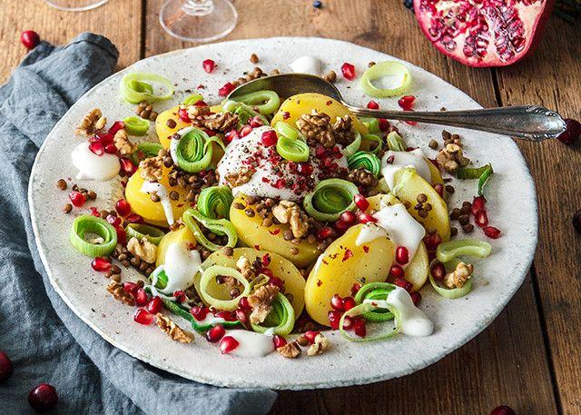 Festlicher Kartoffelsalat mit Linsen, Porree, Granatapfelkernen & Walnüssen   Kühne –Mit Liebe gemacht