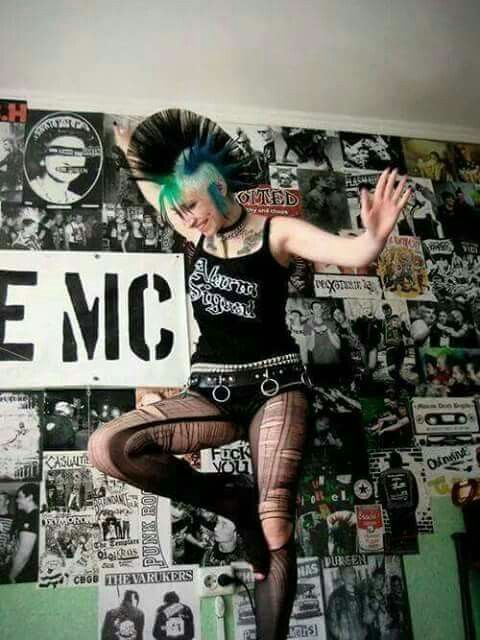 Pin By Old Man On Punk Girls Punk Punk Rock Girls Punk Rock