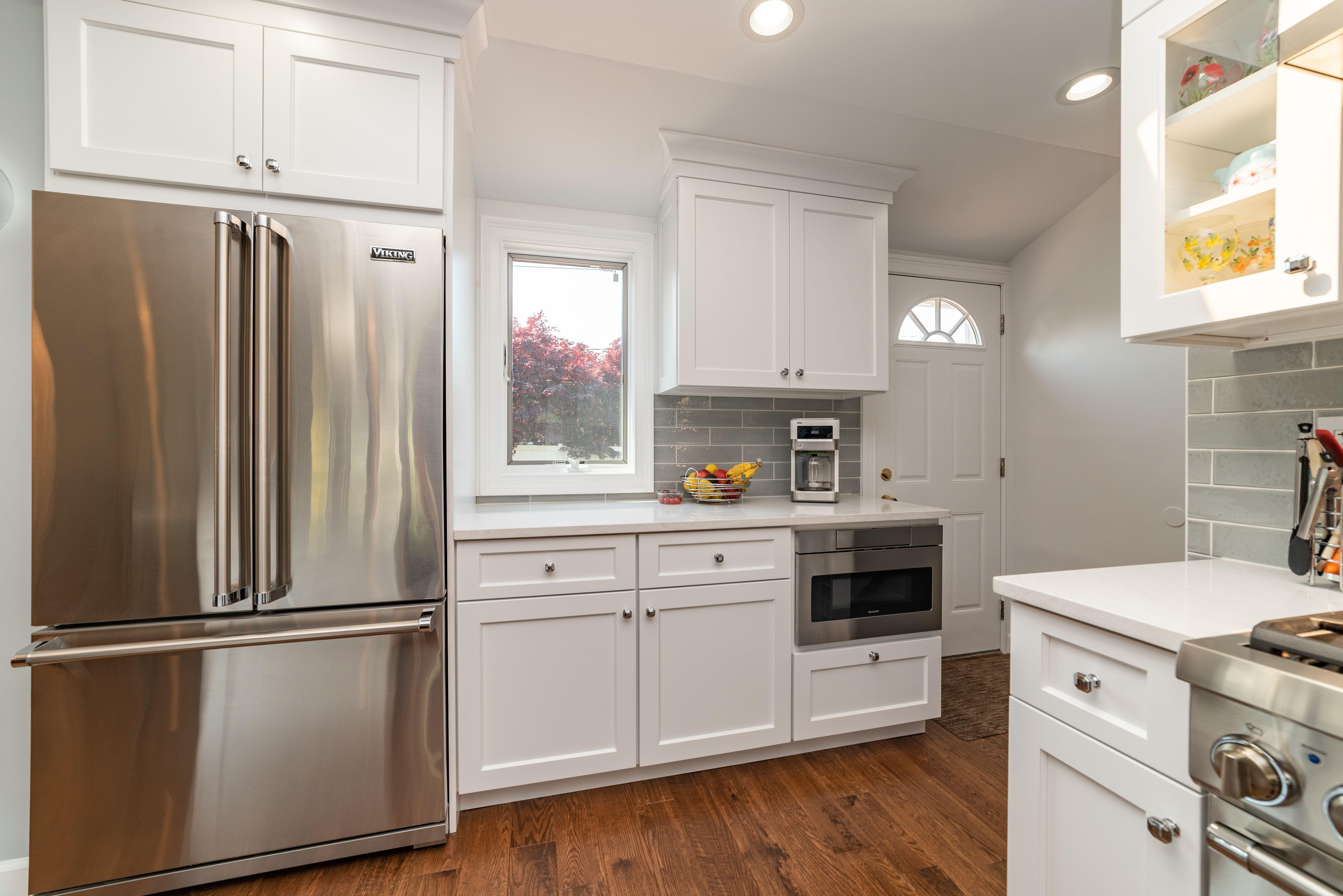 Beautiful custom white kitchen with Plato Woodwork ...