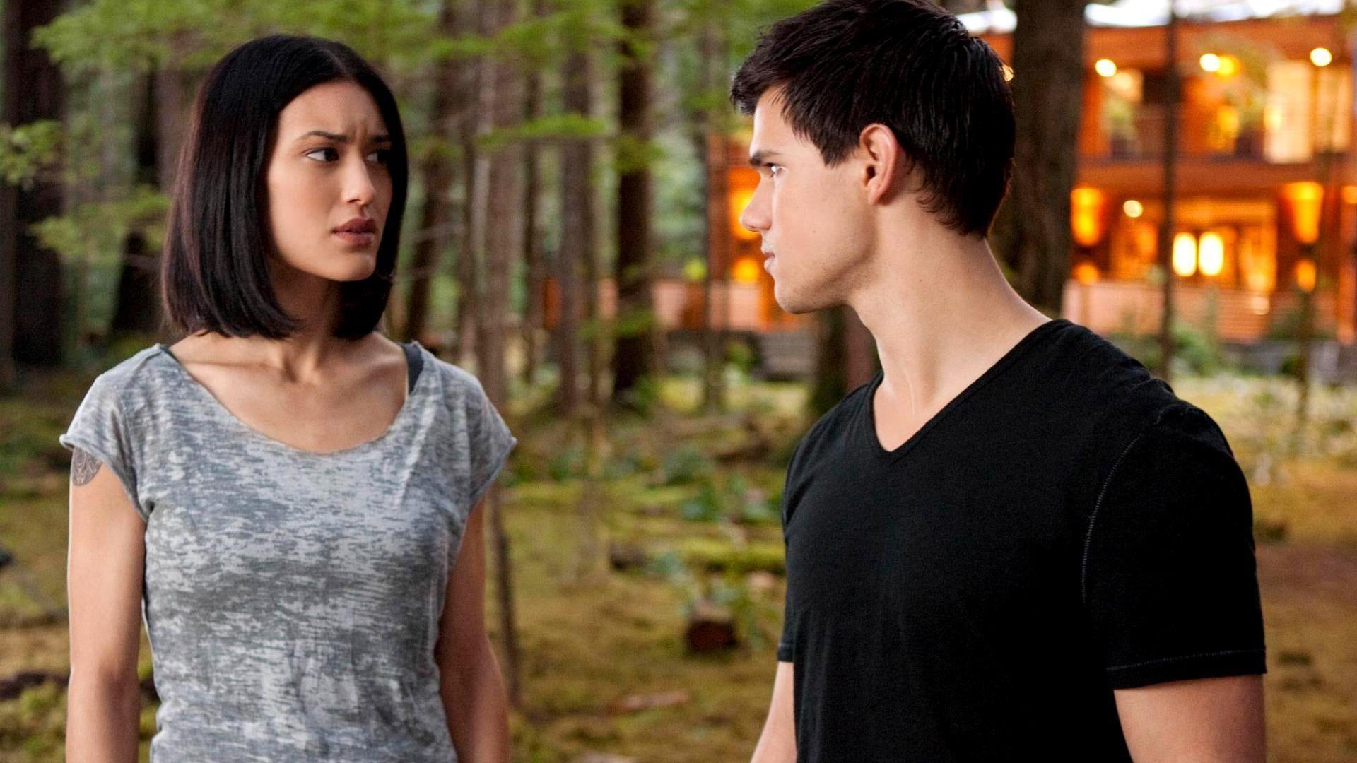 Alkonyat Hajnalhasadas 1 Resz 2011 Teljes Film Magyarul Online Hd Hu Mozi Alkonyat Hajnalhasadas 1 Resz 201 Twilight Saga Breaking Dawn Edward Cullen