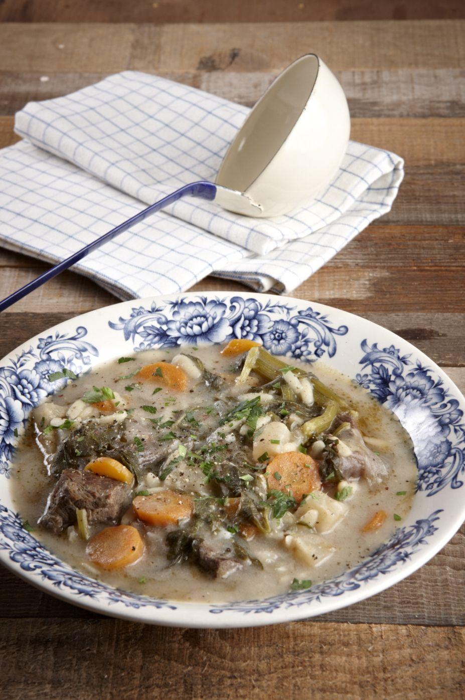 Μια σούπα που ζεσταίνει το χειμώνα και σε γυρνάει πίσω στη φροντίδα της μαμάς και τα τραπέζια της παράδοσης