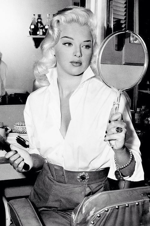 Pinup Model 1940 1950 Diana Dors Vintage Hairstyles Old Hollywood Glamour