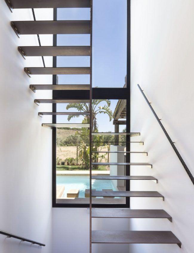 schwebende-treppen-stahl-fenster-handlauf-wand-weiss | Haus H ...