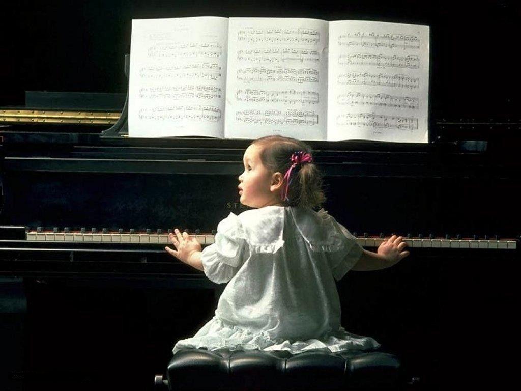 tocando el piano   Fondos de pantalla de Niña tocando el piano ...