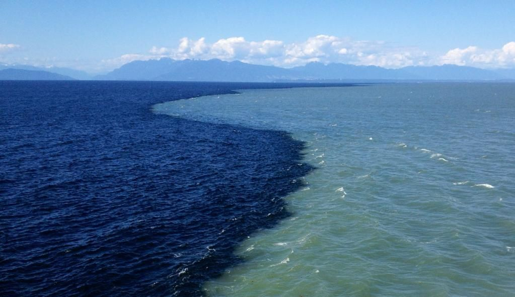 Images of atlantic and pacific ocean meeting