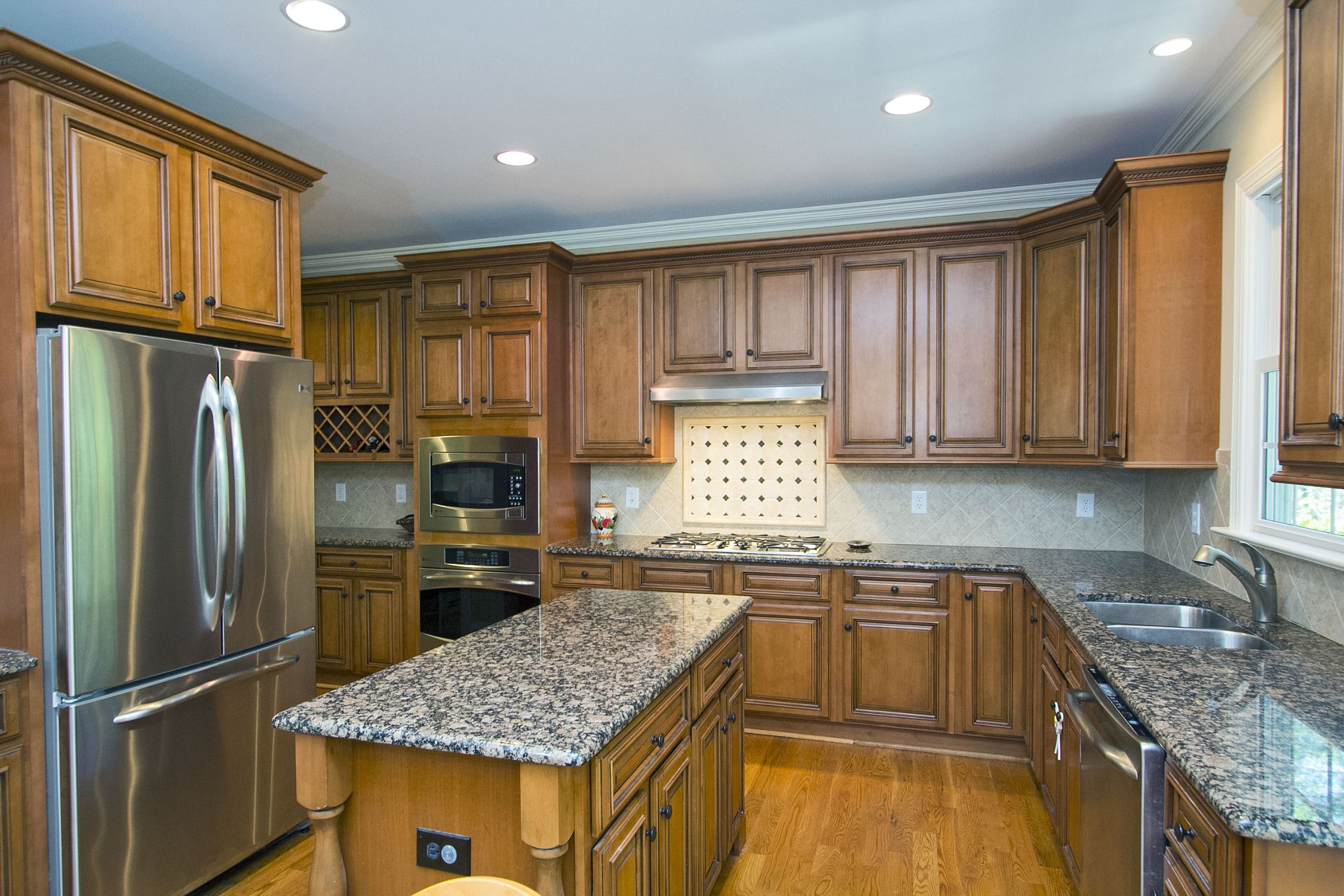 Cook In Perfection In This Custom Gourmet Kitchen Stainless Appliances Gas Cooking Center Island Granite Cou Granite Countertops Walk In Pantry Built Ins